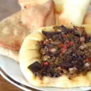 Esfiha integral recheada de carne árabe