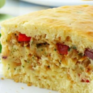 Torta Low Carb de frango ao creme de espinafre, arroz integral e purê de batata